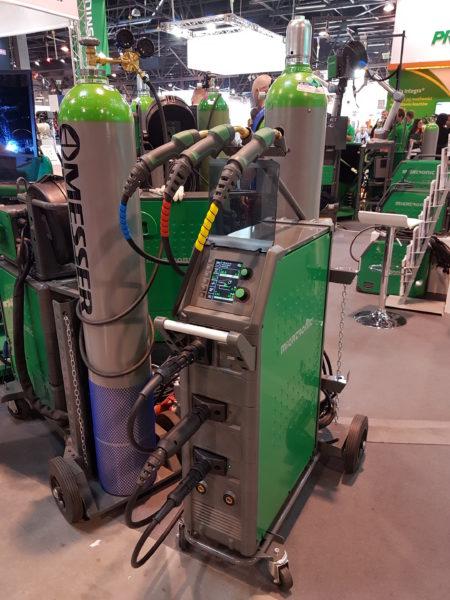 Svařovací stroj pro tři typy svařovacích drátů